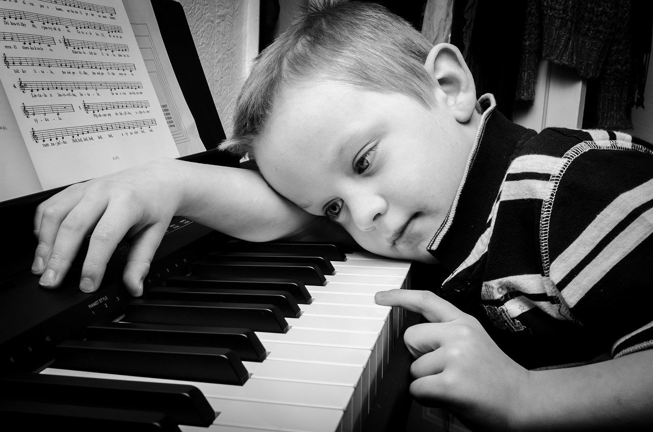 ピアノの先生と相性が合わないと悩む大人へ!教室変える?解決法は?