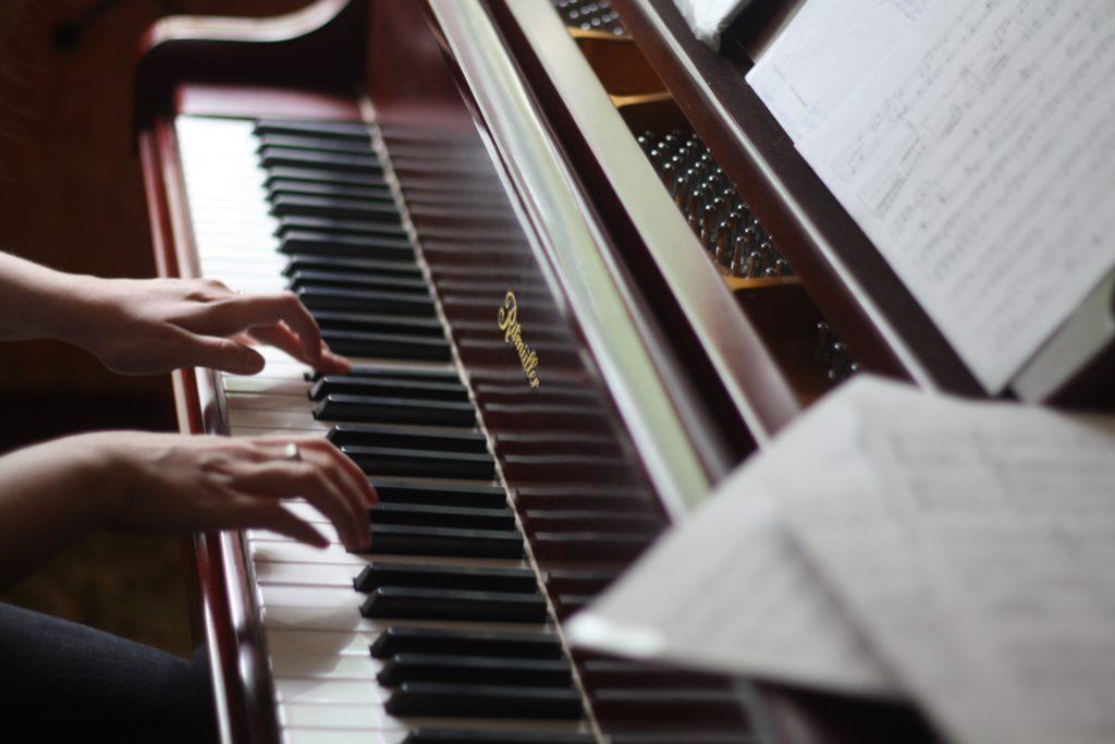 ピアノの音色を美しくする「脱力」と「タッチ」の練習方法!