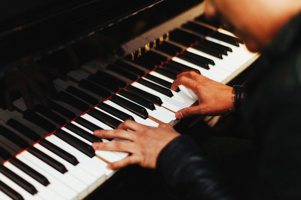 ピアノ男子に夢中!ピアニスト動画でモチベーションアップ!