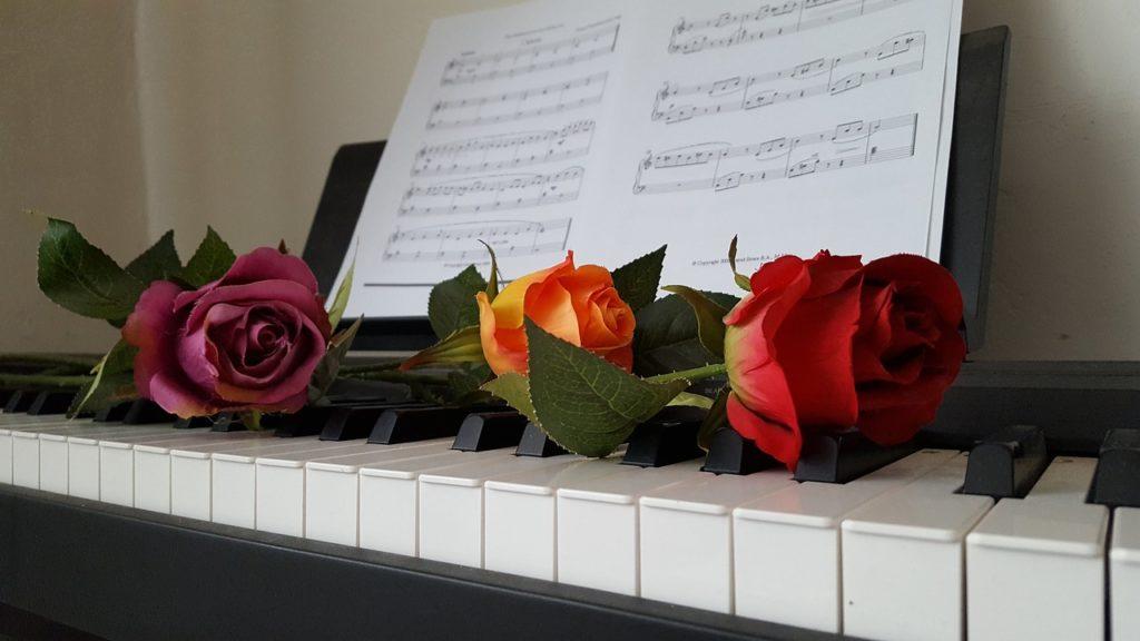 ピアノ初心者でも簡単に弾ける曲とは?おすすめの8曲を紹介