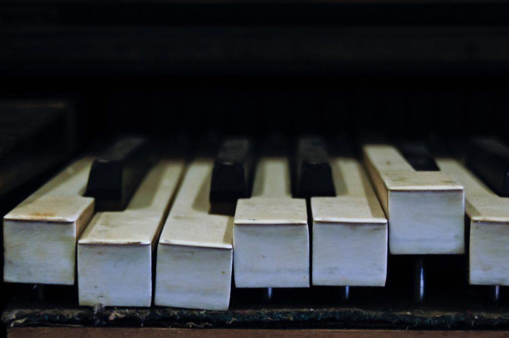 ピアノのクリーニングはピアノ寿命の鍵!セルフとプロの掃除方法って?