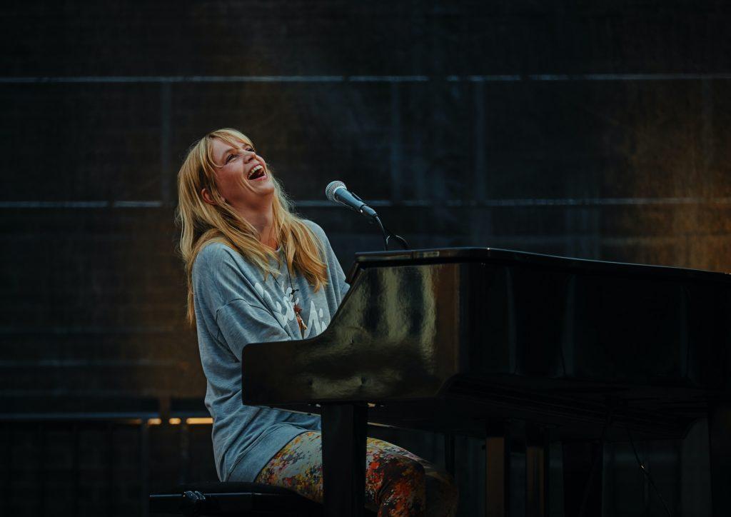 ピアノを弾くボランティア活動とは?音楽でハッピーをおすそわけ♪