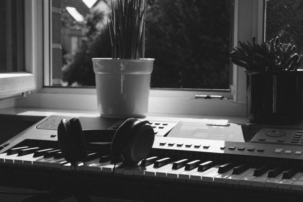 電子ピアノとキーボードの違いとは?初心者が押さえるべきポイント