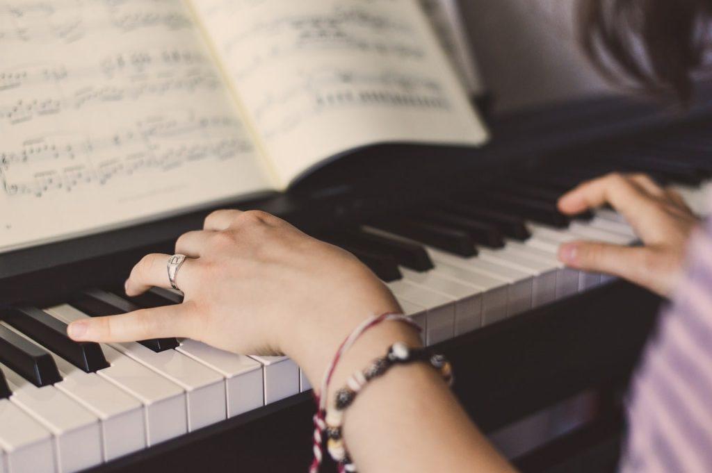 ピアノ教室の大人向けクラスを徹底検証!大手4教室を比較!