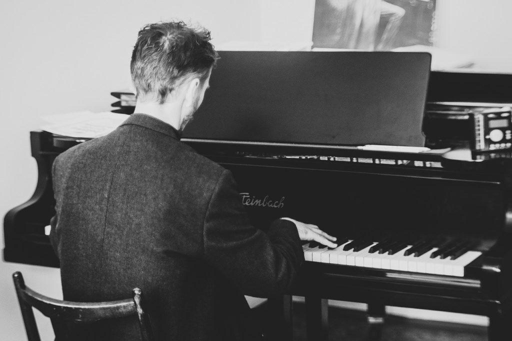 【ピアノ曲・アラベスク】意味は?作曲家別に聞き比べよう!