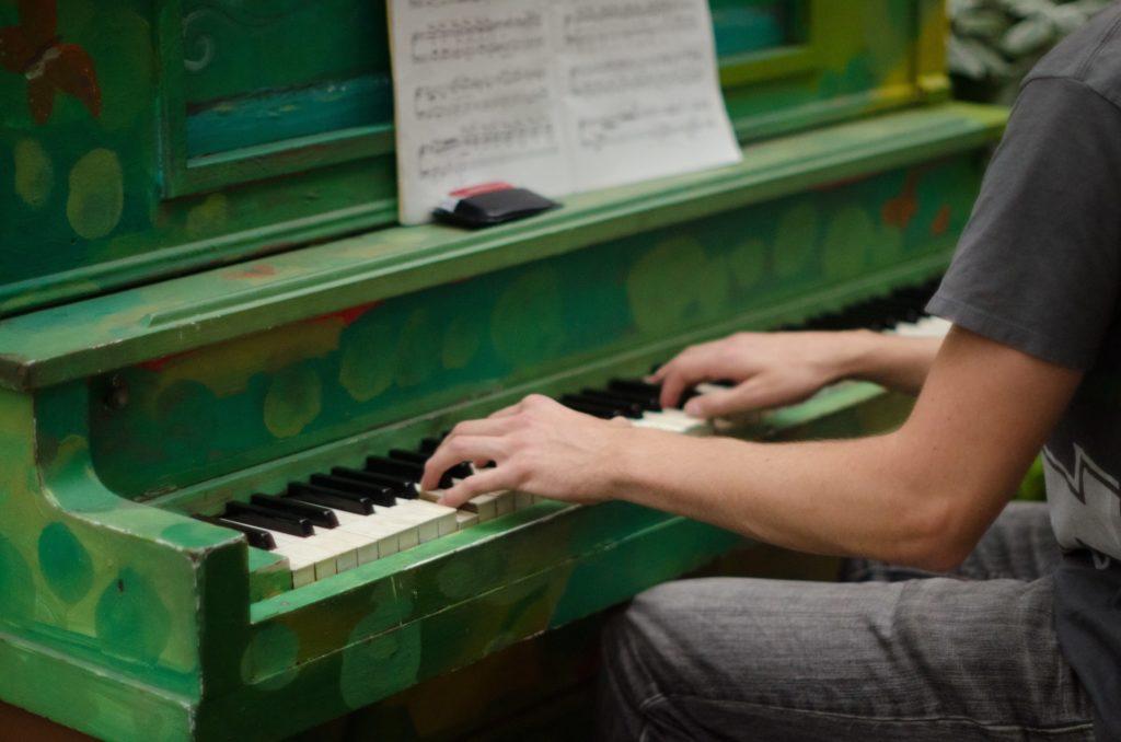 ピアノを楽しむ!ストリートピアノの設置場所やマナーとは?