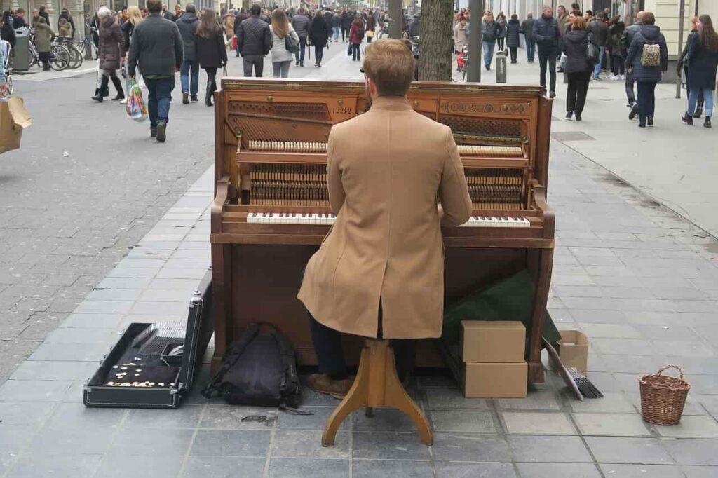 ピアノを弾けるムック!中の人の考察とおすすめ動画をご紹介!!