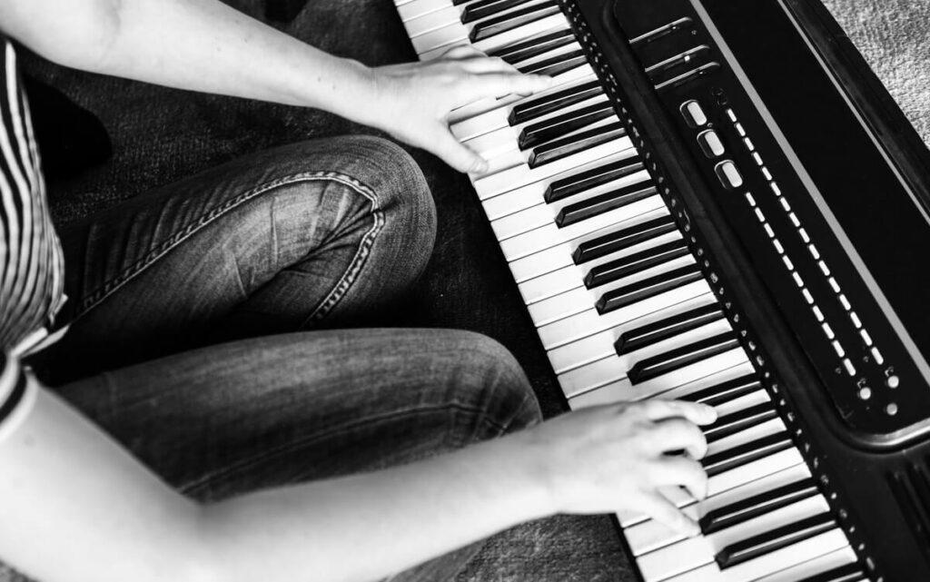 ピアノ初心者の悩みの種?!楽譜を無料で手に入れる方法はこれ!!