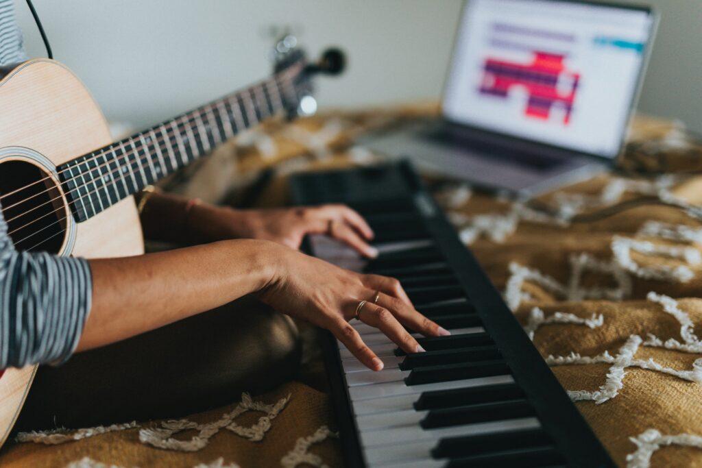ピアノを独学で勉強ってあり?!大人も楽しみながら練習する方法!!